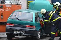 Krátce po jedné hodině odpoledne se v čtvrtek srazila tramvaj a osobní auto. U dopravní nehody na ulici Dornych museli zasahovat hasiči.