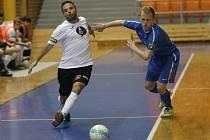 Futsalisté Tanga (v modrém) porazili konkurenční brněnský Helas 4:0.