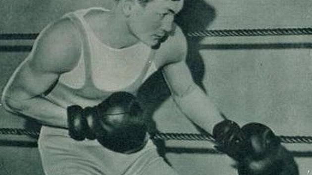 Vilda Jakš jako první Čech bojoval o titul mistra světa. Jeho kariéru přeťala druhá světová válka, v níž zahynul nad Biskajským zálivem.