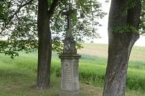 """Pod svoji správu převzala obec Ketkovice sedm starých křížů ve svém okolí. """"Postupně je opravujeme, jsou ve špatném stavu,"""" konstatoval tamní starosta Josef Obršlík."""