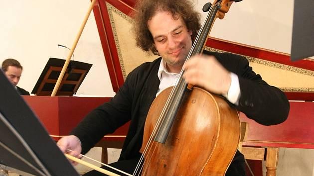 Staré hudbě, tedy hudbě do 19. století, zde totiž po dobu letních prázdnin patří každé nedělní odpoledne, a to v autentické interpretaci specializovaných souborů.