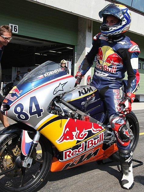 Vítěz šampionátu Red Bull Rookies Cupu Jakub Kornfeil dokončí letošní sezonu v mistrovství světa silničních motocyklů.