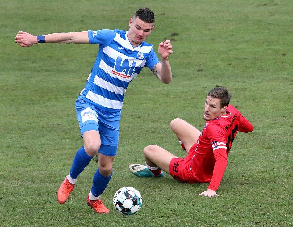 Fortuna Národní liga - Utkání mezi FK Ústí nad Labem (modrobílí)  a SK Líšeň (červení - Ondřej Ševčík) skončilo bezbrankovou remízou.