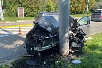 Starší řidič vjel autem do sloupu v ulici Věstonická v Brně.