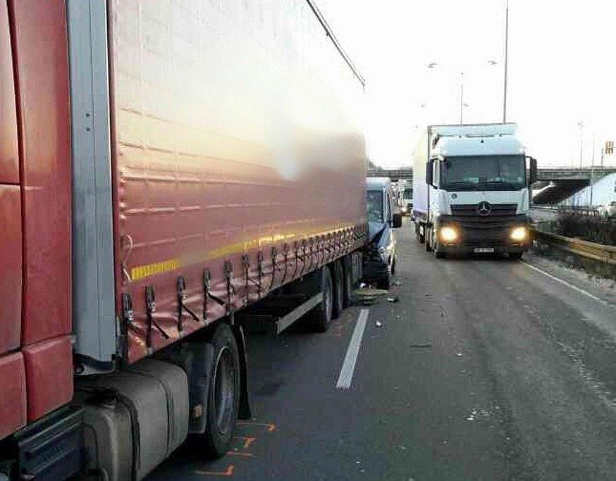 Na dálnici u Brna se střetlo nákladní auto s dodávkou.