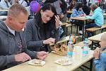 Lidé navštívili již osmý ročník festivalu Slavnosti moře. Letos byl na Kraví hoře. Návštěvníci tam ochutnali různé rybí speciality.
