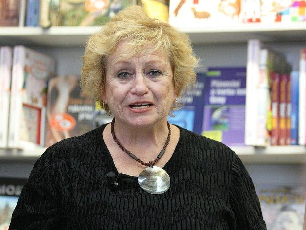 Sportovní legenda Věra Čáslavská rozdávala autogramy.