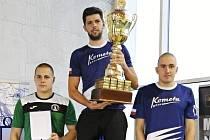 Aspoň malou náplast na nevydařenou olympijskou kvalifikaci si brněnský plavec Ján Kútnik v této sezoně připsal. Stal se celkovým vítězem seriálu Českého poháru v dálkovém plavání za rok 2016.