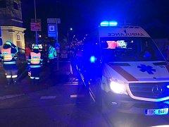 Žena v Žabovřeskách narazila s autem do sloupu. I přes snahu záchranářů zemřela
