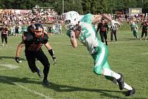 V souboji dvou brněnských týmů se po dvou závěrečných touchdownech radují hráči Alligators (v zeleném), kteří rivaly Sígrs zdolali 38:31.