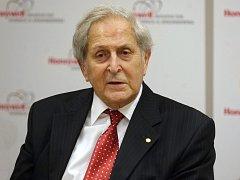 Nositel Nobelovy ceny za fyziku Claude Cohen-Tannou-dji.