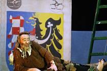 Divadlo na chůdách - chůdoherec Lenoire Montaine.