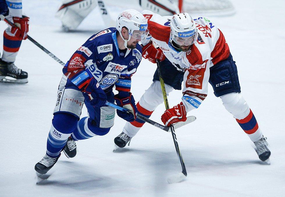 Hokejové utkání Generali Česká Cup v ledním hokeji mezi HC Dynamo Pardubice (v bíločerveném) a HC Kometa Brno (v modrobílém) v pardudubické enterie areně.