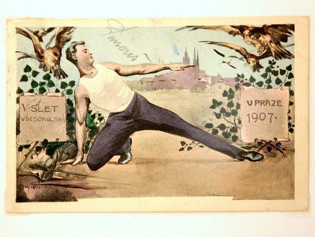 Výstava v brněnském Domě umění představuje návrhy plakátů i jejich konečné výtvarné zpracování k všesokolským sletům.