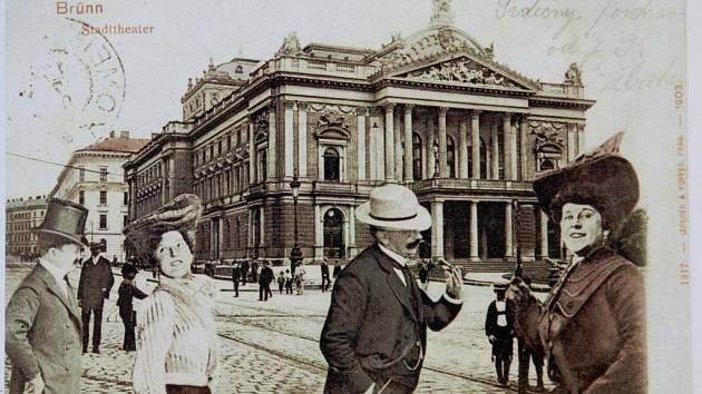 Oblíbenými typy pohlednic byly na začátku století koláže. Na snímku dnešní Malinovského náměstí.