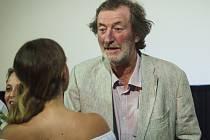 Celovečerní filmový debut scenáristy a režiséra Slávka Horáka s názvem Domácí péče představila ve čtvrtek při jeho brněnské premiéře v kině Lucerna delegace tvůrců i herců včetně Bolka Polívky.