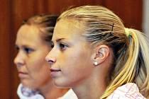 Tenistky Lucie Hradecká (vlevo) a Andrea Hlaváčková.