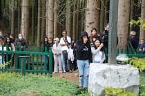 Stovky lidí si v Hodoníně u Kunštátu na Blanensku připomněly při pietním aktu k oběti holocaustu Romů a Sintů.