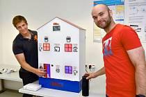 Domek slouží jako ukázka, jak může inteligentní domácnost vypadat a fungovat.