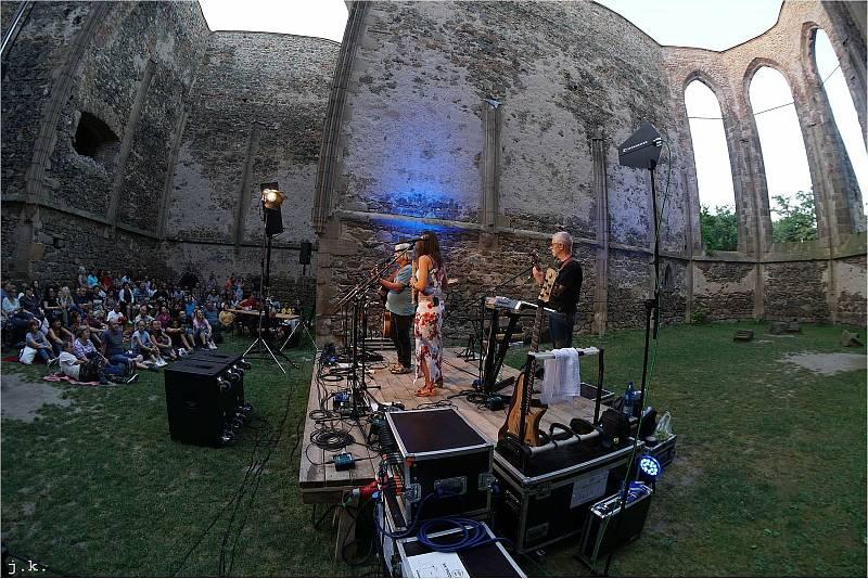Koncert v romantické zřícenině kláštera Rosa Coeli potěšil diváky v sobotu 24. července.