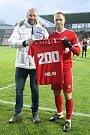 Brněnský fotbalista Jan Polák dostal dres připomínající 200 odehraných ligových zápasů v české nejvyšší soutěži.