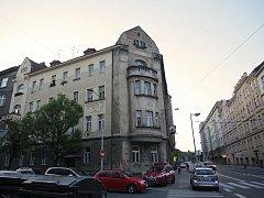 Jednasedmdesátiletý muž zemřel v jednom z bytů v brněnské Gorkého ulici. Ve středu tam kvůli požáru zasahovali i hasiči a záchranáři.