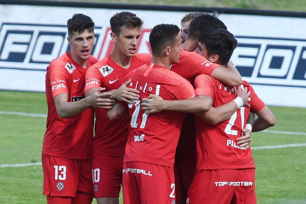 Fotbalisté Zbrojovky zvítězili v 28. kole FORTUNA:NÁRODNÍ LIGY na hřišti Vyšehradu 7:2.