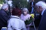 V parku u brněnské hospody Šelepka lidé oslavili výročí osvobození Brna za druhé světové války. Vystoupila Eva Pilarová i další známé osobnosti. Navíc zasadili i stoletou lípu.