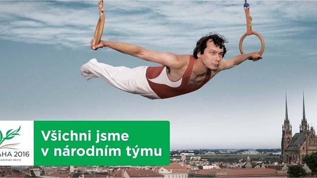 Herec Pavel Liška se dal na gymnastiku. Cvičí na kruzích nad Brnem.