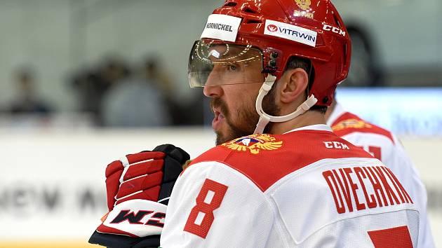 Carlson Hockey Games v brněnské DRFG aréně mezi Ruskem v bílém (Alexandr Ovečkin) a Finskem