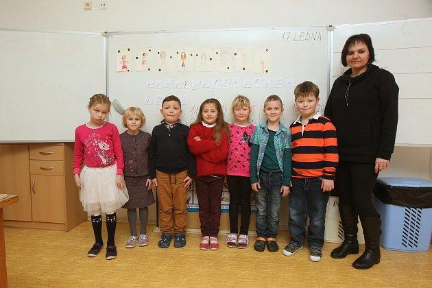 ZŠ Žďárec na Brněnsku. Na fotografii 1.třída střídní učitelkou Ivou Vonešovou.