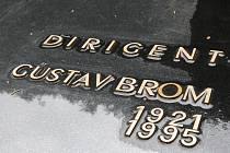 Gustav Brom má hrob na čestném pohřebišti brněnského Ústředního hřbitova.