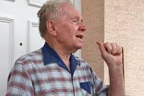 """Ladislav Peňás se rozčiluje. """"Nemůžeme se koupat, prát, záchod používáme minimálně,"""" říká k nynější situaci."""