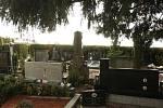 """Město letos plně zprovozní hřbitov v Líšni. """"Vzniklo zde 413 kopaných hrobů, 285 urnových hrobů, 240 kolumbárních okének a dokončili jsme také toalety. Stavba stála jedenáct milionů korun,"""" uvedl mluvčí brněnského magistrátu Filip Poňuchálek."""