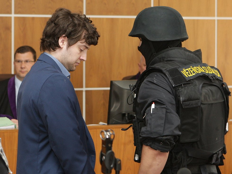 Kevin Dahlgren v úterý stanul před brněnským krajským soudem. Je obžalovaný z vraždy čtyř lidí.
