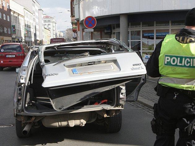 Nehoda dvou aut na křižovatce ulic Koliště a Milady Horákové.