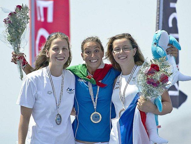První ze dvou cenných kovů Jany Pechanové (vlevo) v Izraeli bylo stříbro v závodě na pět kilometrů.