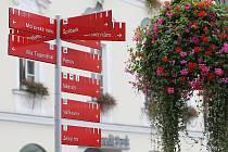 K jedněm z nejnavštěvovanějších brněnských památek navádí turisty červenobílé tabulky. Pro ty bez mapy jsou jediným východiskem.