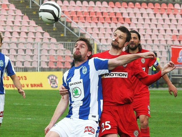 Zbrojovka Brno (uprostřed v červeném Tomáš Frejlach) versus Mladá Boleslav 1:1.