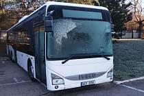 Patnáctimetrový autobus Iveco.