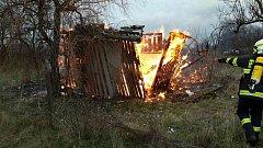 Hasiči vyjížděli k požáru dřevěné boudy v brněnských Tuřanech.