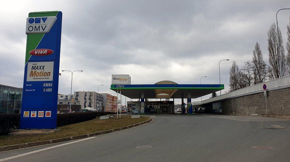 Čerpací stanice OMV ve Sportovní ulici v brněnském Králově Poli, 23. března 2021.