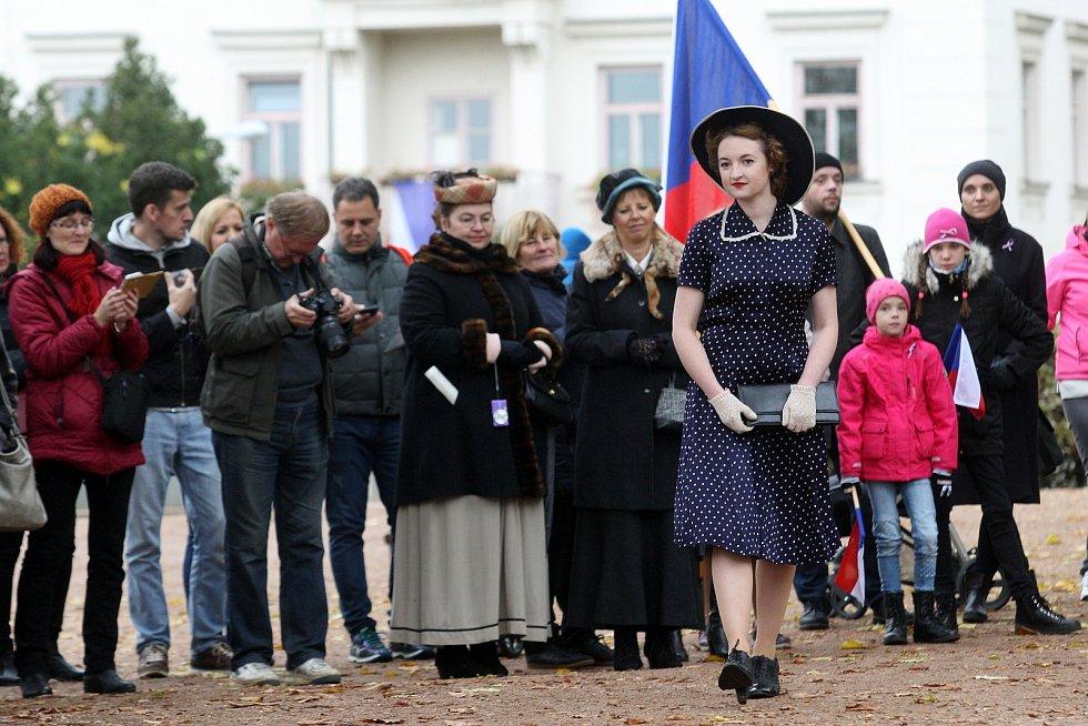 Oslavy 100 let republiky v Denisových sadech.