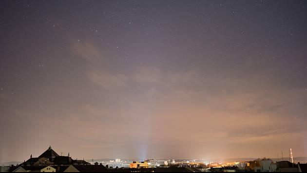 Největším zdrojem světelného smogu jsou osvětlení soukromých objektů a areálů.