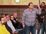 Debata k sociálnímu bydlení, která se konala v Dělnickém domě v brněnských Židenicích.