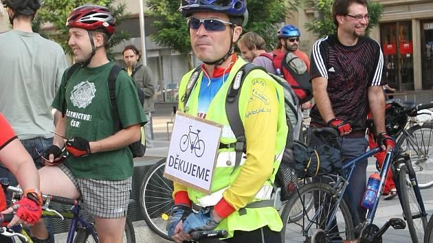 Oslavit čtvrteční Den bez aut společnou cyklojízdou se rozhodli návštěvníci akce pořádané občanským sdružením Brno na kole.