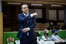 Královopolský trenér Dušan Medvecký při eurocupovém vítězství 72:70 proti polskému Gorzówu.