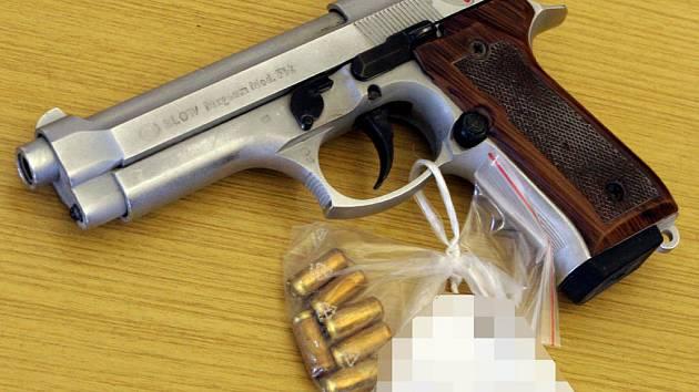 V neznámých zásilkách se může objevit i zbraň.
