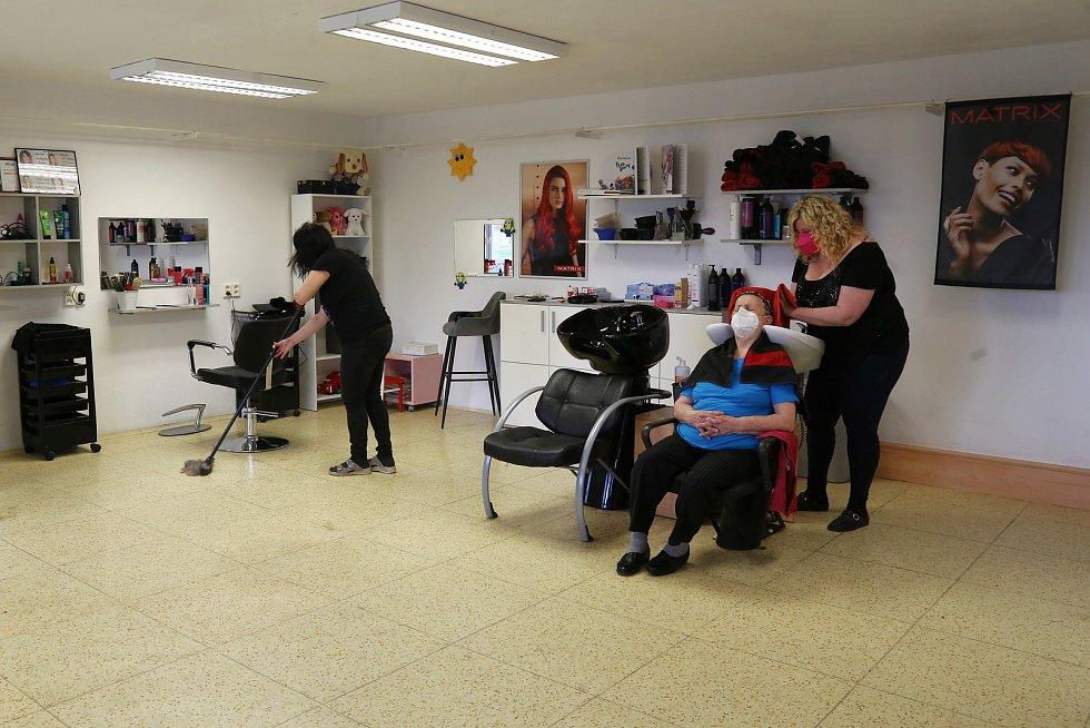 V pondělí 3. května otevřelo po delší pauze i kadeřnictví U Lucky v Kamenici nad Lipou.