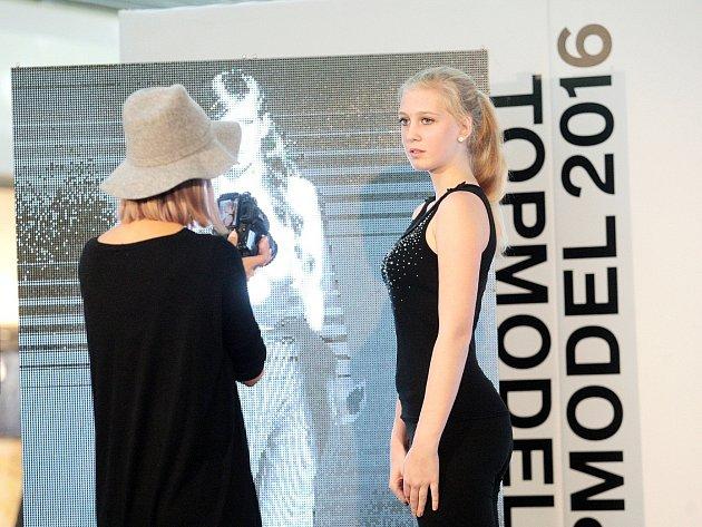 Agentura Czechoslovak Models ve čtvrtek vybírala nové tváře modelingu. Přišly jak dívky, tak i mladí muži.